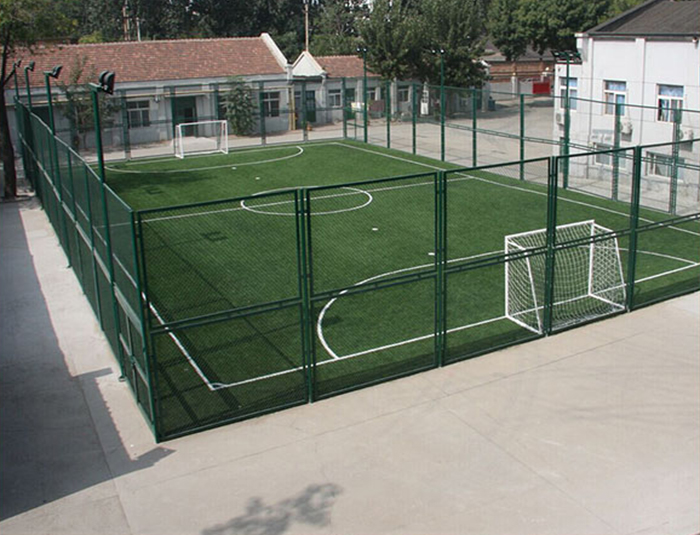 Football courts fencing system