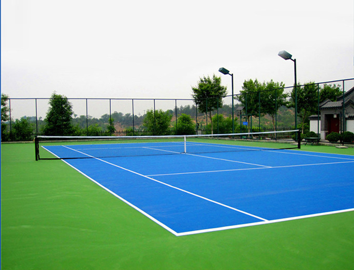 Tennis courts fencing system