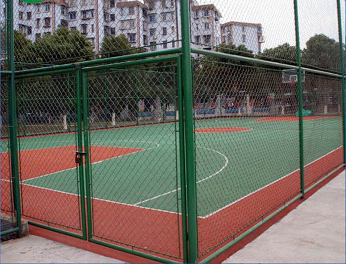 How to make the stadium fence play an important role?