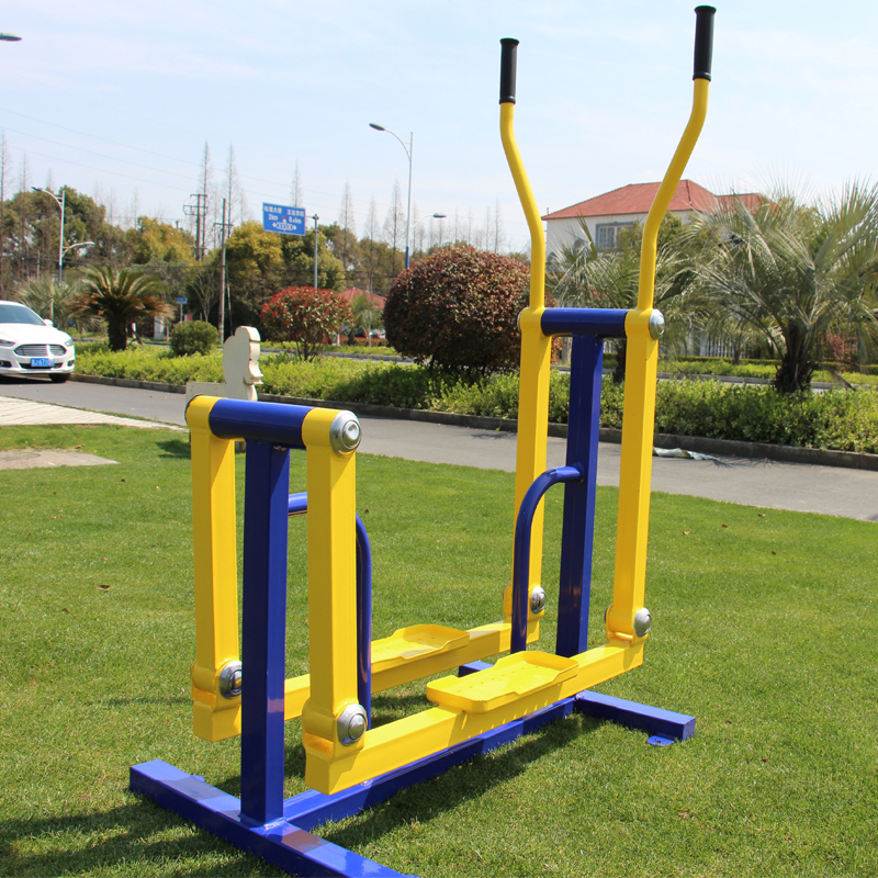 Outdoor Fitness Equipment in Community -- The Correct Operation Method of Elliptical Machine