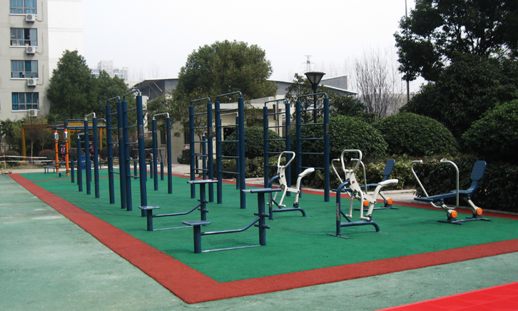 Attention to the Use of Outdoor Fitness Equipment
