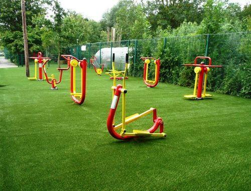 What do you need to pay attention to when using outdoor fitness equipment?