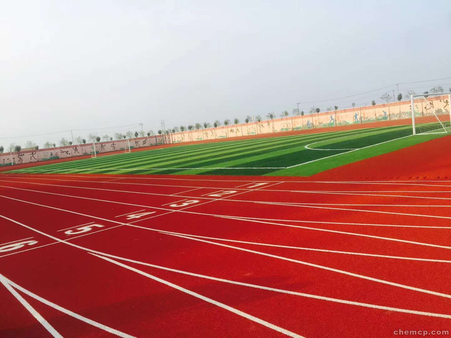 Do you understand the advantages of a plastic track?